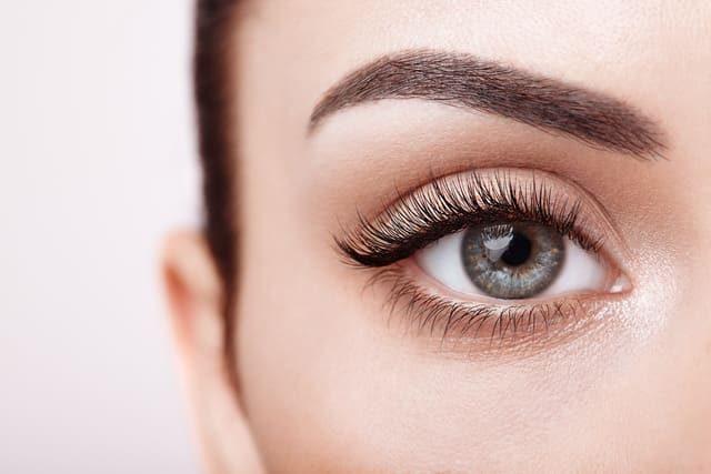 Zeit für Schönheit - Wimpern & Augenbrauen